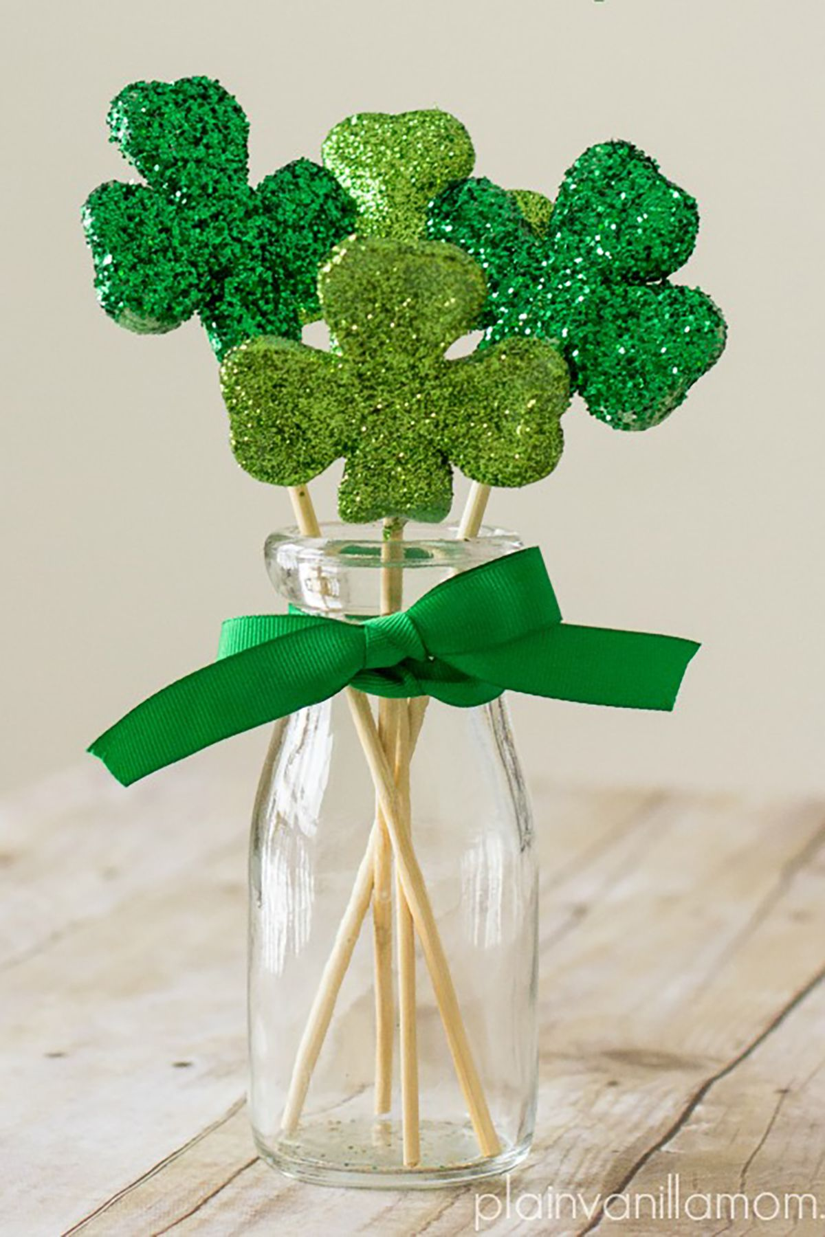 f048dd04674 15 DIY St. Patrick s Day Decorations - Easy Party Decorating Ideas for St.  Paddy s Day