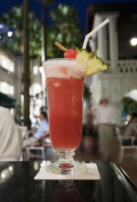 Liquid, Alcoholic beverage, Drink, Classic cocktail, Tableware, Cocktail, Juice, Distilled beverage, Cocktail garnish, Apéritif,