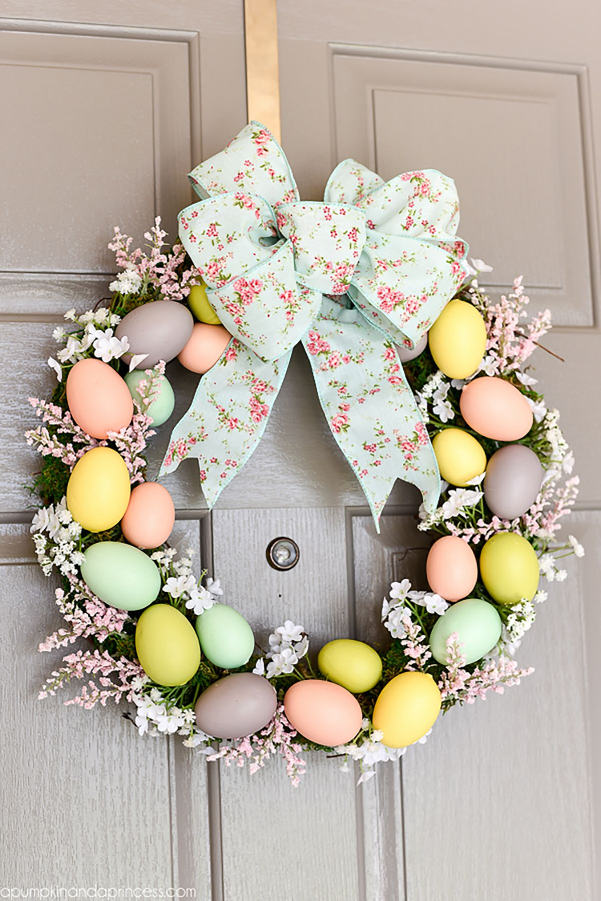 22 Diy Easter Wreath Ideas How To Make A Cute Easter Door Wreath