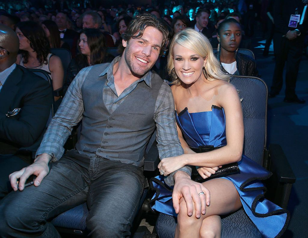 When did carrie underwood and mike fisher start dating