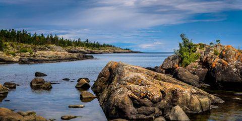 Rock, Natural landscape, Water, Coastal and oceanic landforms, Bedrock, Bank, Island, Boulder, Watercourse, Inlet,