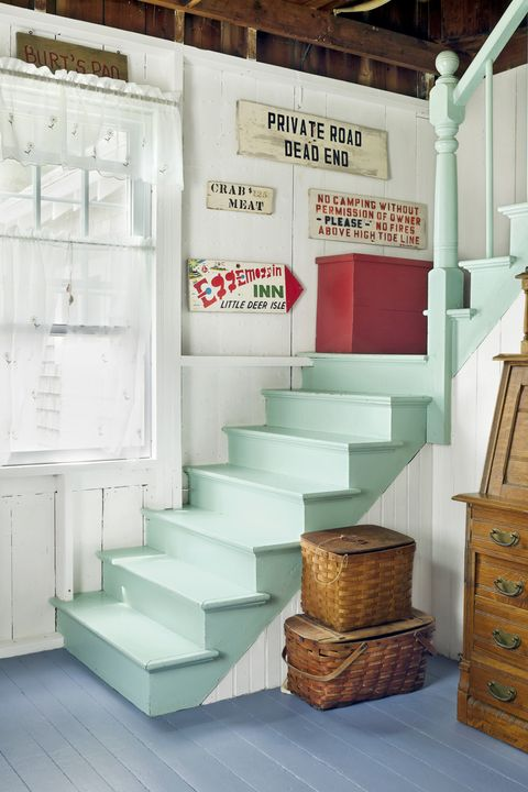 Stairs, Chest of drawers, Wood, Floor, Wall, Drawer, Room, Interior design, Cabinetry, Dresser,