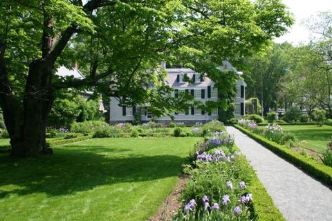 Property, Lawn, Garden, Estate, Natural landscape, Yard, House, Grass, Home, Tree,