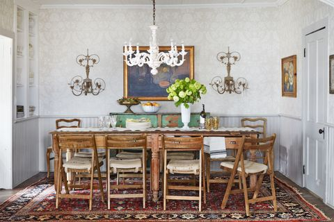 People Can\'t Decide Whether Rugs Belong in the Dining Room or Not