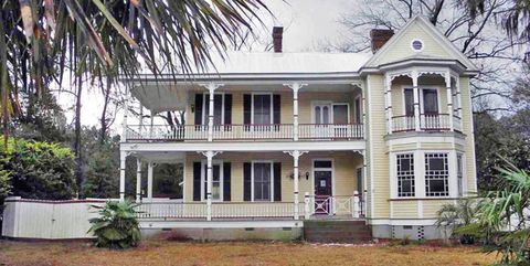 House, Property, Home, Building, Real estate, Estate, Mansion, Architecture, Historic house, Porch,
