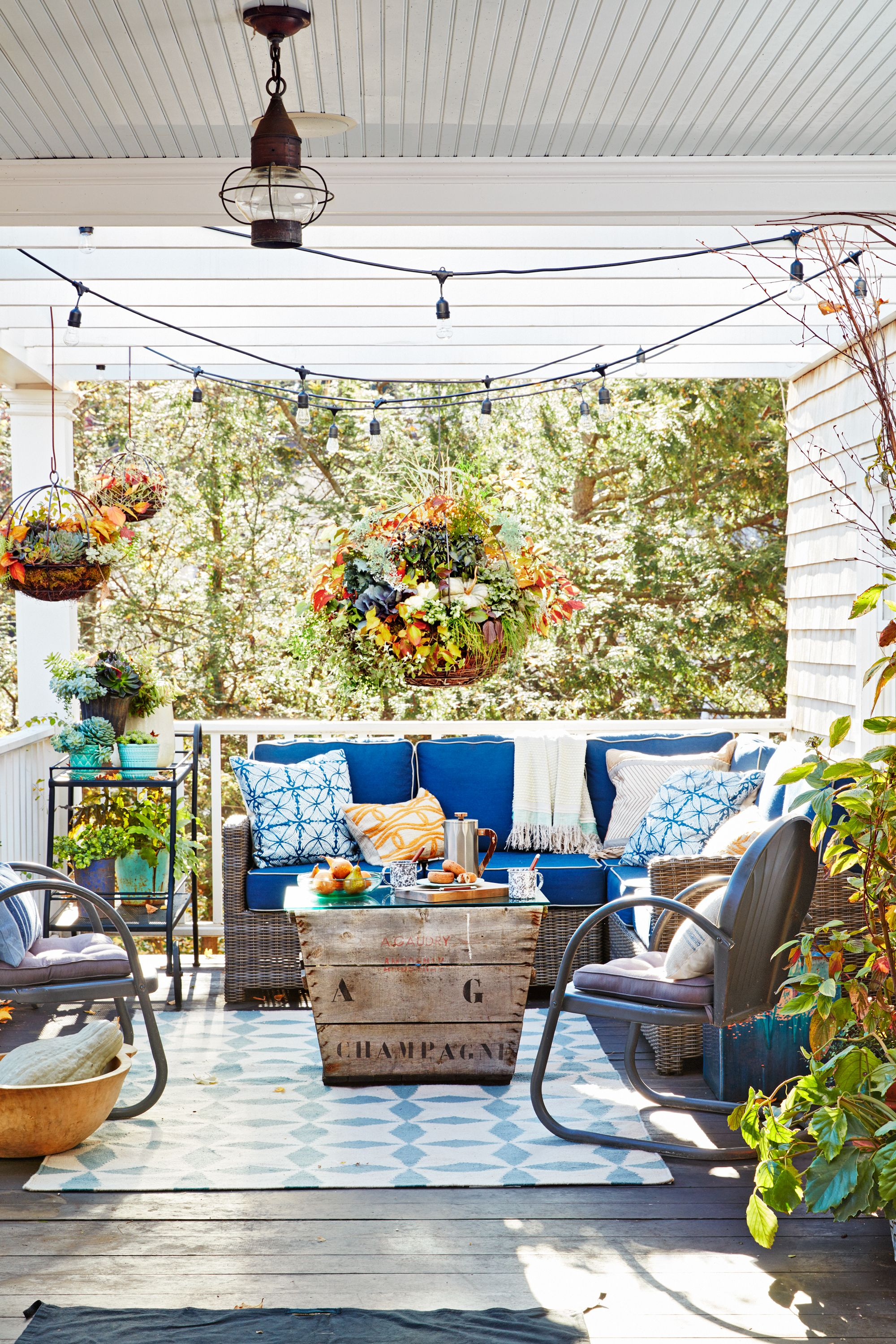 76 best patio designs for 2019 ideas for front porch and patio rh countryliving com porch decorating ideas for christmas porch decorating ideas for christmas