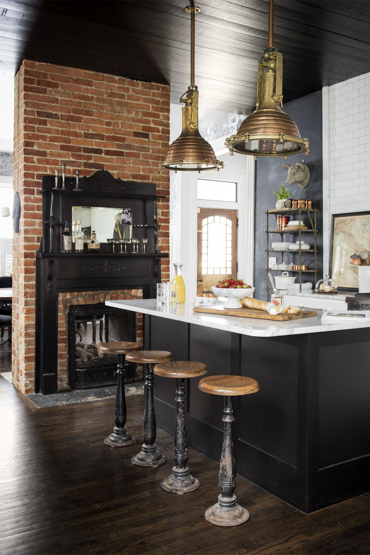 black kitchens are the new white kitchens black kitchen cabinets rh countryliving com country kitchen blackstone va country kitchen blackberry pie