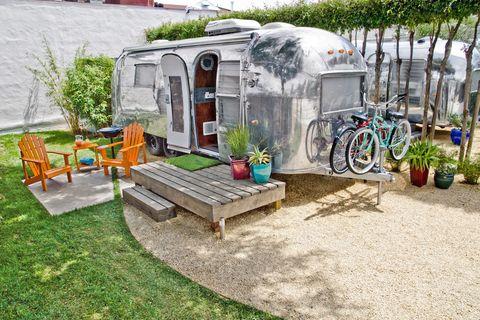 Plant, Bicycle wheel, Outdoor furniture, Bicycle tire, Garden, Bicycle, Bench, Yard, Outdoor bench, Door,