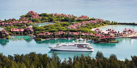 Water transportation, Boat, Vehicle, Ship, Passenger ship, Watercraft, Cruise ship, Waterway, Tourism, Ferry,