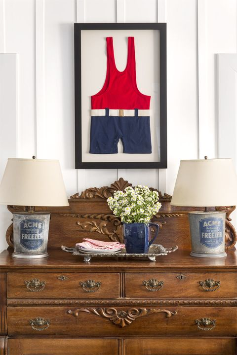 Furniture, Room, Blue, Chest of drawers, Red, Home, Interior design, Lampshade, Table, Wall,