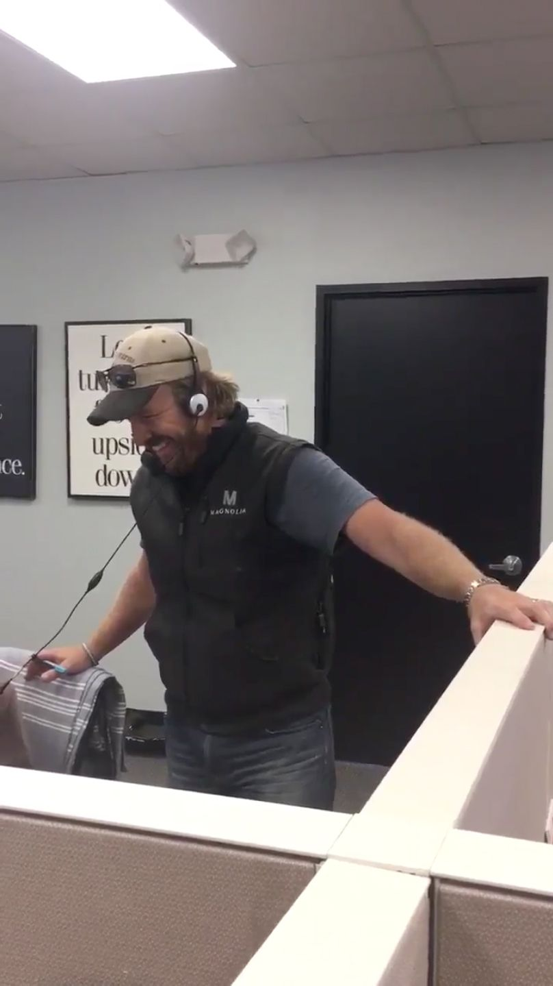 Chip Gaines Answering Magnolia Customer Service Calls Is The Funniest Thing You Ll See Today Pranked Callers And
