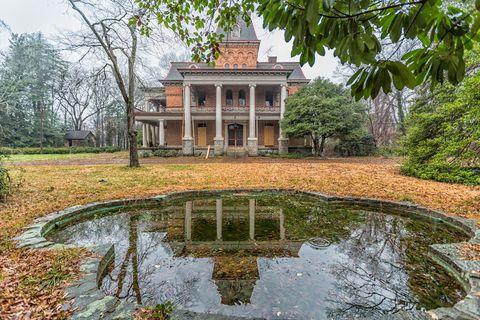Estate, Property, House, Water, Pond, Reflection, Building, Natural landscape, Architecture, Botany,