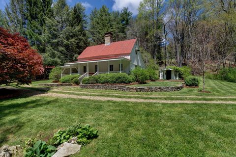 Home, Property, House, Lawn, Yard, Natural landscape, Real estate, Estate, Garden, Grass,