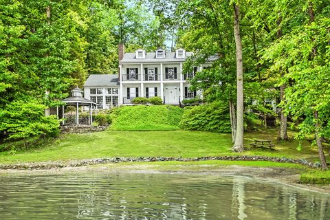 Green, Nature, Water, Tree, House, Estate, Natural landscape, Reflection, Property, Waterway,
