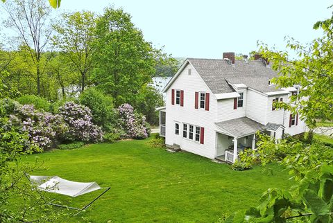 House, Property, Home, Green, Cottage, Land lot, Farmhouse, Real estate, Building, Yard,