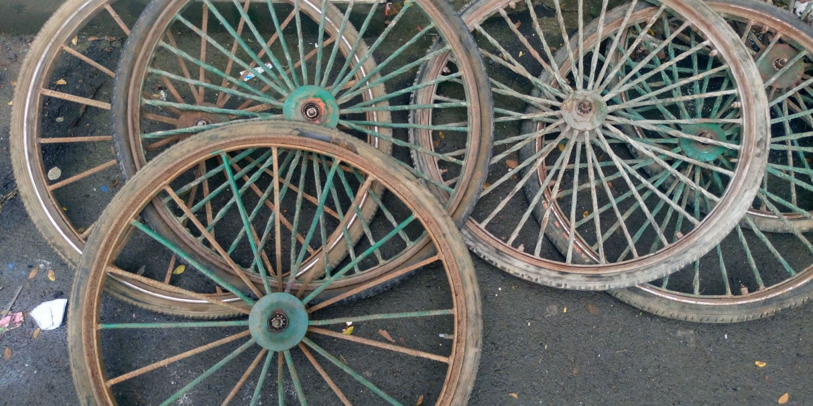 20 Incredible Ways To Use Old Wagon Wheels In Your Garden How To Decorate With Wagon Wheels