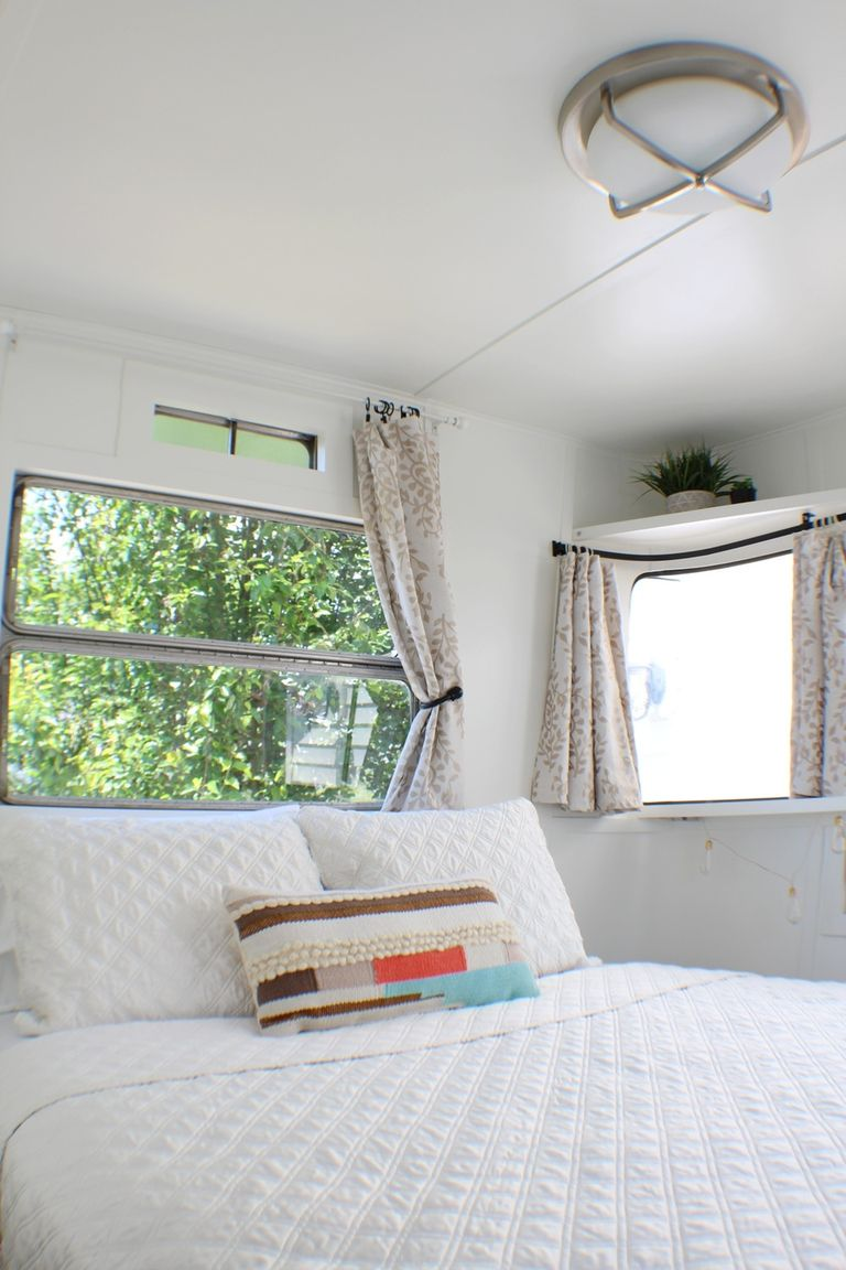 This \'Baby Boomer\' Trailer Is the Cutest Tiny Home - Tiny House Tour