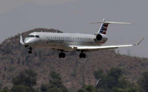Plane lands in Phoenix heat