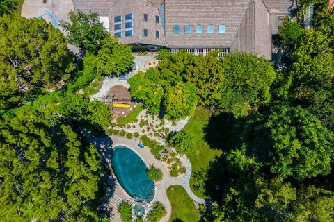 Aerial photography, Bird's-eye view, Property, Tree, Estate, Architecture, Real estate, House, Residential area, Photography,
