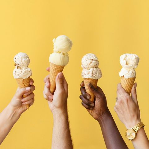 Ice cream cone, Gelato, Ice cream, Frozen dessert, Soft Serve Ice Creams, Sorbetes, Food, Dairy, Hand, Finger,