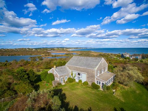 Cloud, Natural landscape, House, Landscape, Land lot, Building, Real estate, Roof, Home, Rural area,