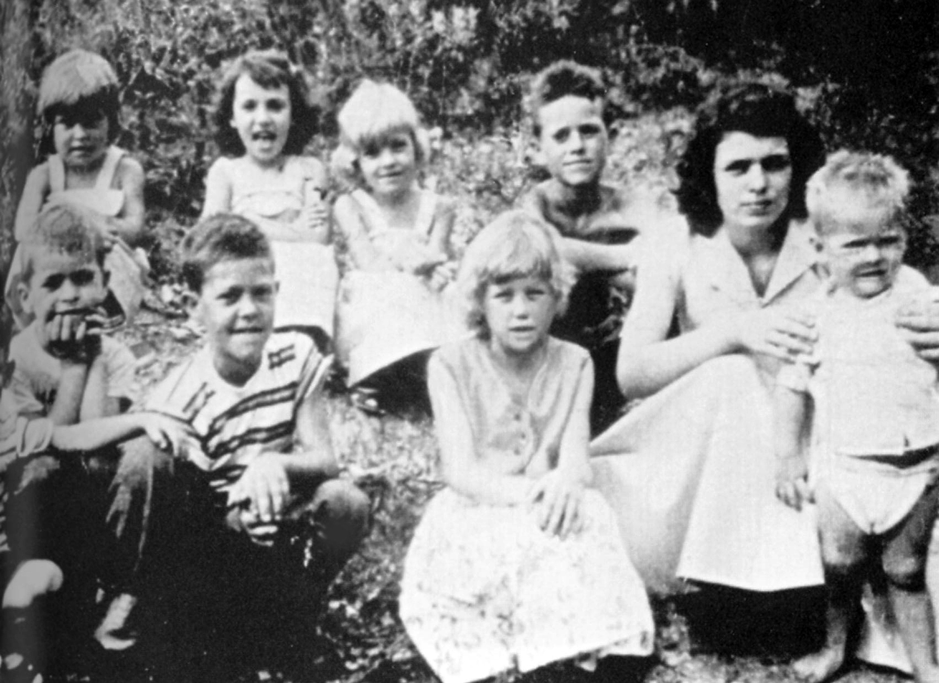 Dolly Parton's Siblings - How Many Siblings Does Dolly