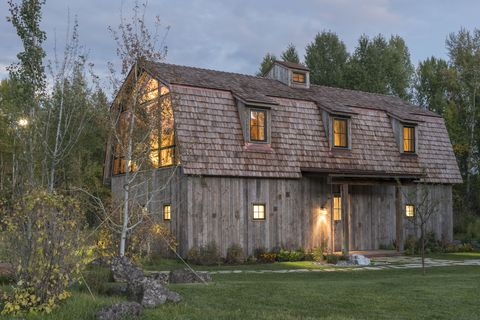 barn-inspired guest house front