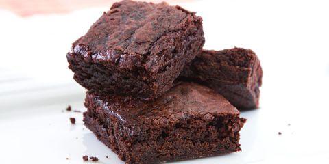 Food, Chocolate brownie, Dish, Dessert, Cuisine, Flourless chocolate cake, Snack cake, Baked goods, Chocolate, Ingredient,