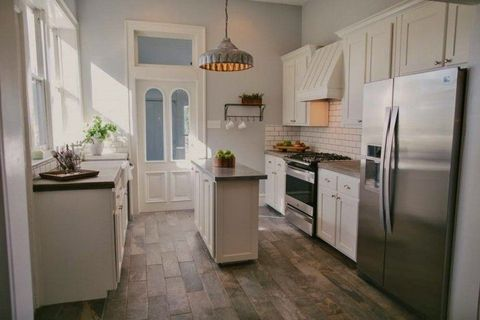 take a peek inside the most affordable 39 fixer upper 39 home on the market fixer upper home for sale. Black Bedroom Furniture Sets. Home Design Ideas