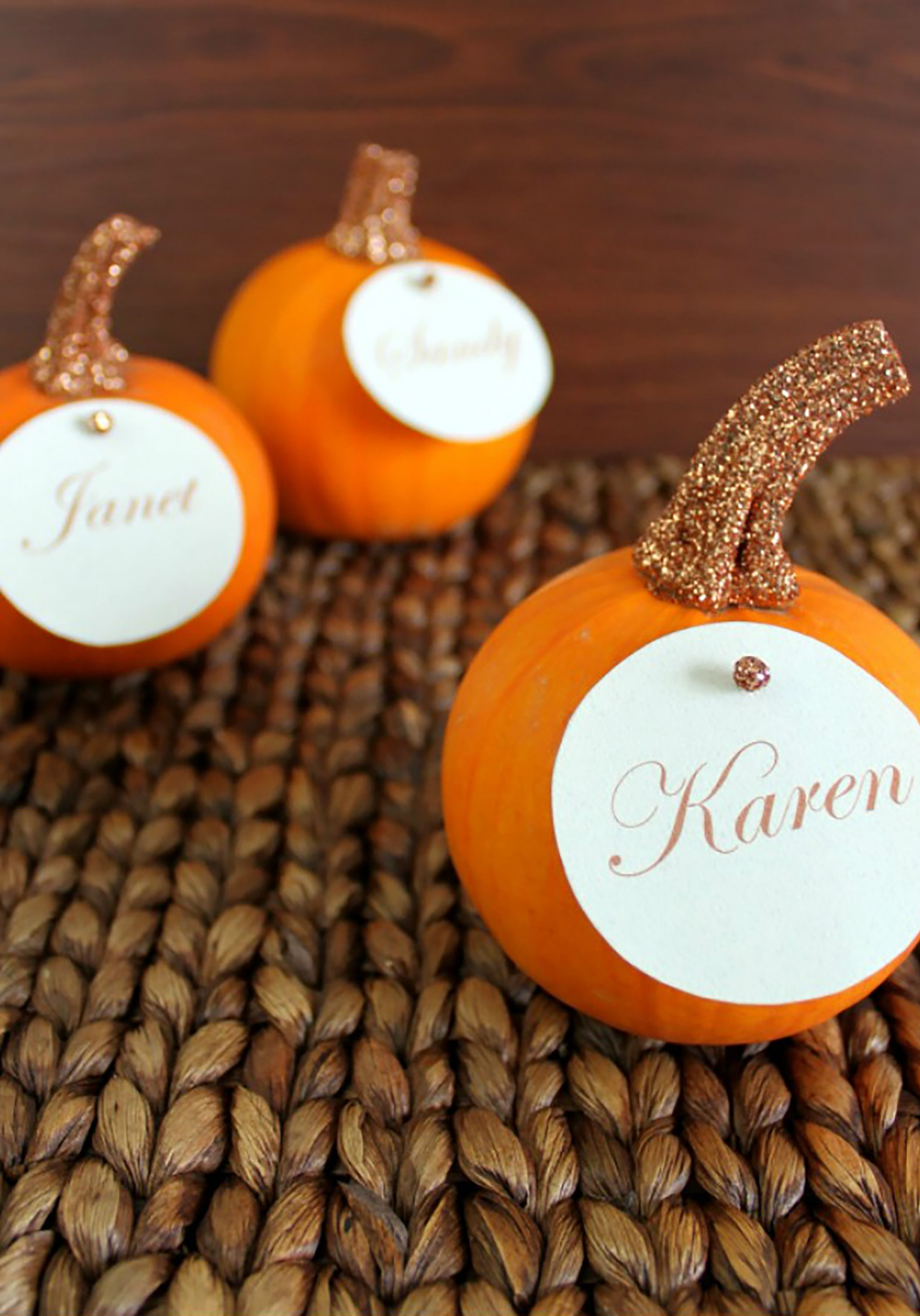 20 thanksgiving place cards diy place card ideas for the holidays - Thanksgiving Place Cards
