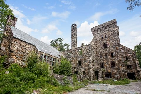 Abercrombie Amp Fitch Cofounder S 1920s Castle Is For Sale