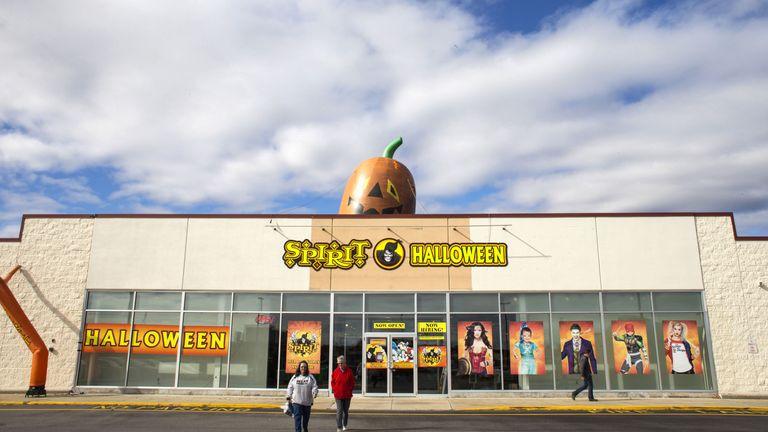 Spirit Halloween Stores Are Hiring 30,000 Seasonal Workers in 2017