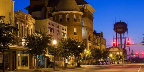 Lighting, Town, Facade, Street light, Street, Landmark, Electricity, Turret, Evening, Spire,