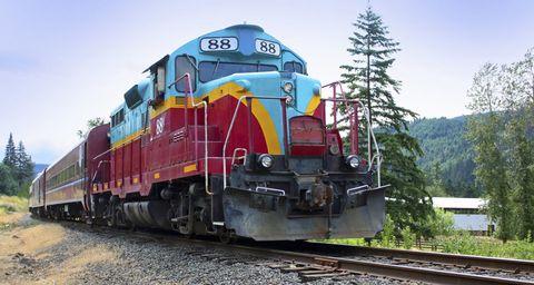10 Best Fall Foliage Train Rides - Fall Leaf Peeping Train Tours