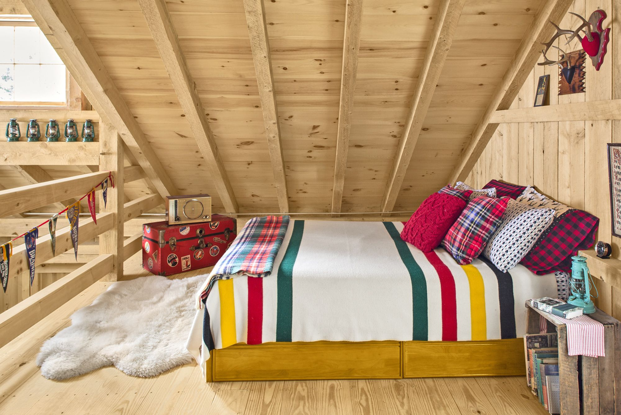 cozy bedroom ideas - pendleton blanket