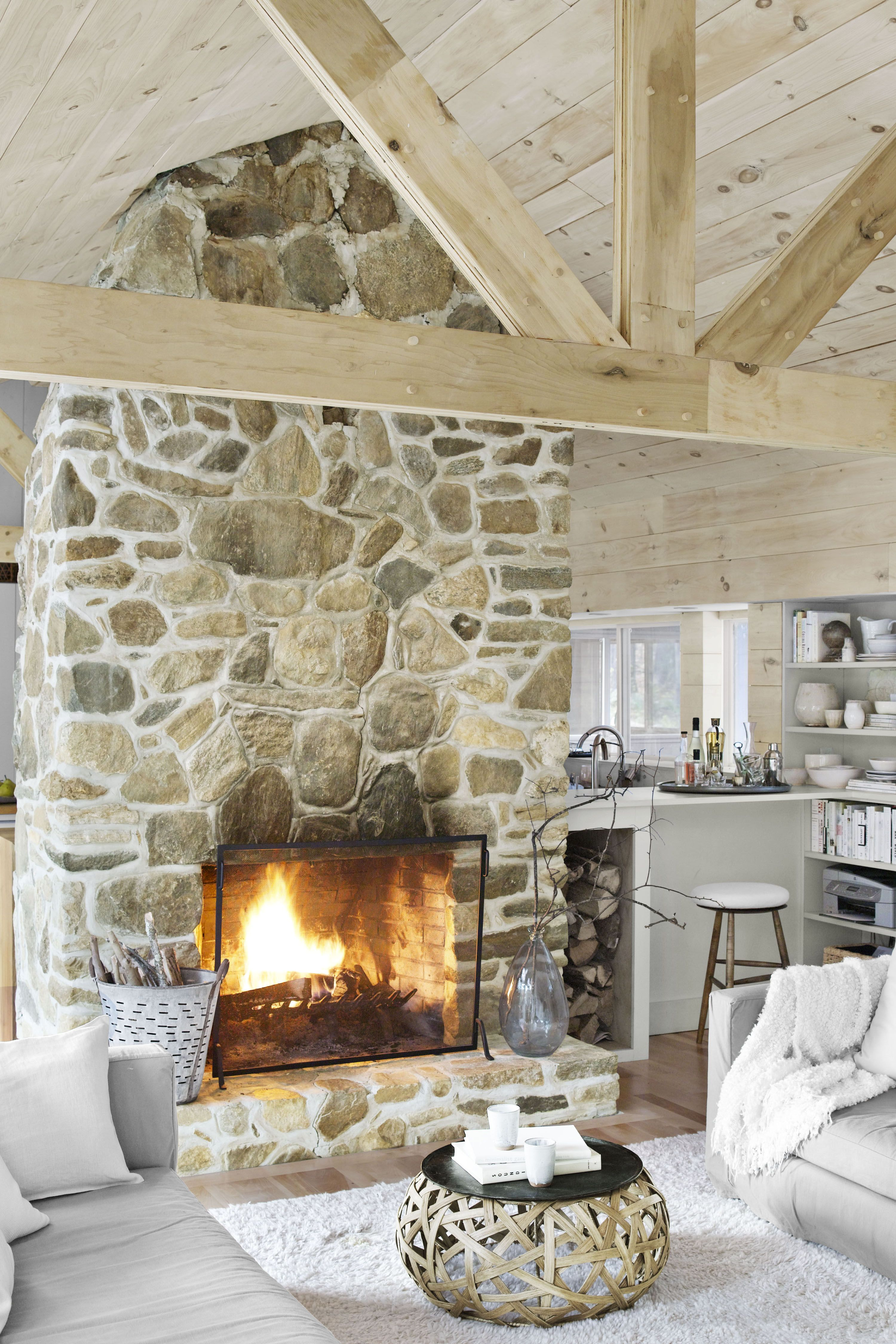 10 modern rustic decor ideas these modern rustic rooms prove you rh countryliving com