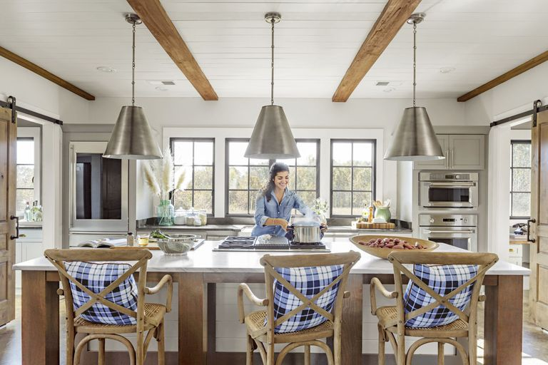 Modern mississippi barn farmhouse decorating ideas for Modern barn kitchen