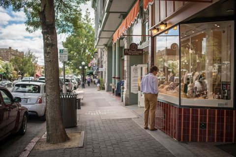 15 Best Small Towns in California - Small Towns to Live In