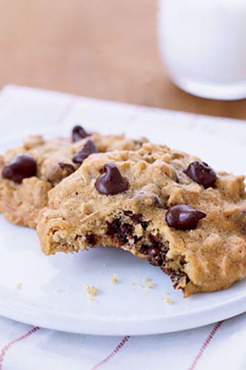 Dish, Food, Cuisine, Oatmeal-raisin cookies, Ingredient, Chocolate chip cookie, Cookie dough, Snack, Cookies and crackers, Dessert,
