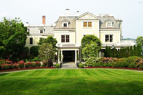 Property, Estate, House, Lawn, Home, Mansion, Building, Real estate, Grass, Architecture,