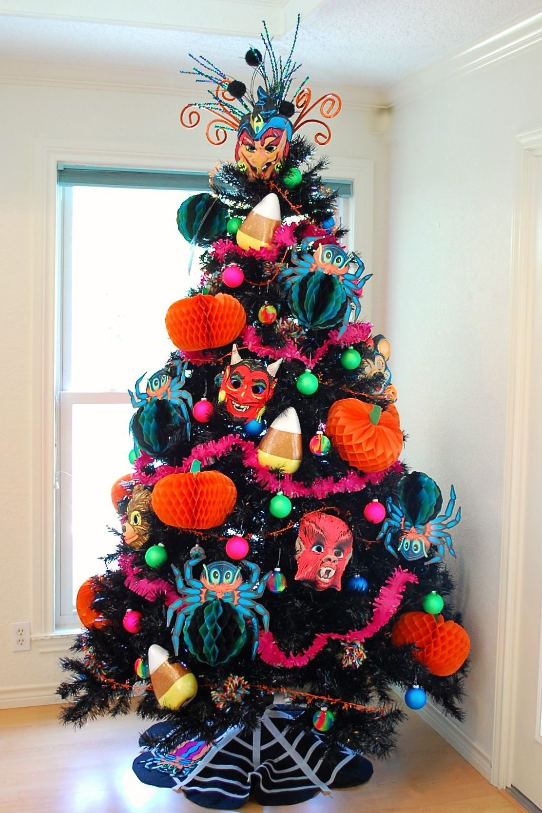 15 halloween tree diy decorations how to make a halloween tree and 15 halloween tree diy decorations how to make a halloween tree and ornaments solutioingenieria Image collections