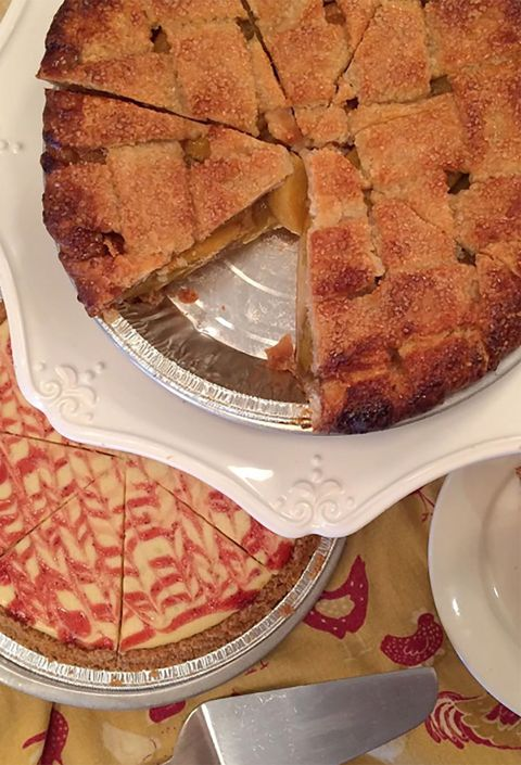 Dish, Food, Cuisine, Apple pie, Ingredient, Dessert, Baked goods, Cherry pie, Pie, Cobbler,