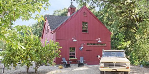 Motor vehicle, House, Property, Vehicle, Car, Cottage, Building, Barn, Home, Rural area,