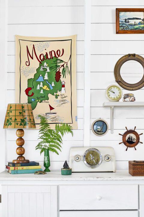 Room, Wall, Furniture, Interior design, Table, Home, Ornament, Cuckoo clock, Wall clock, Clock,