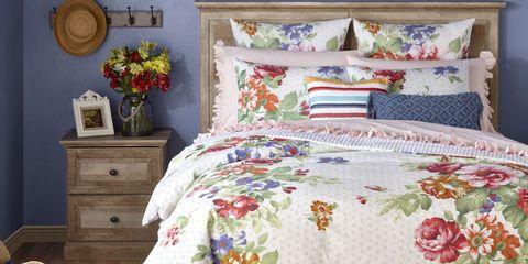 Bed sheet, Bedding, Bed, Quilting, Bedroom, Furniture, Textile, Duvet cover, Room, Bed frame,
