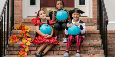 trick-or-treat, People, Vacation, Child, Family, Leisure, Costume, House, Style,