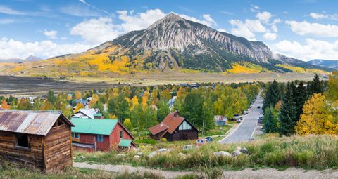 15 best small towns in colorado affordable small mountain towns to
