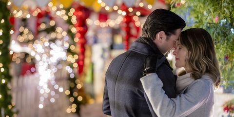 Falling For Christmas Cast.6 Hallmark Christmas Movies Filmed In Small Towns Hallmark