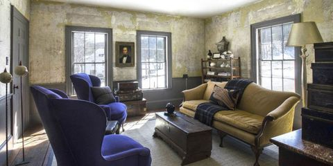 Living room, Room, Furniture, Property, Interior design, Couch, Building, House, Wall, Home,