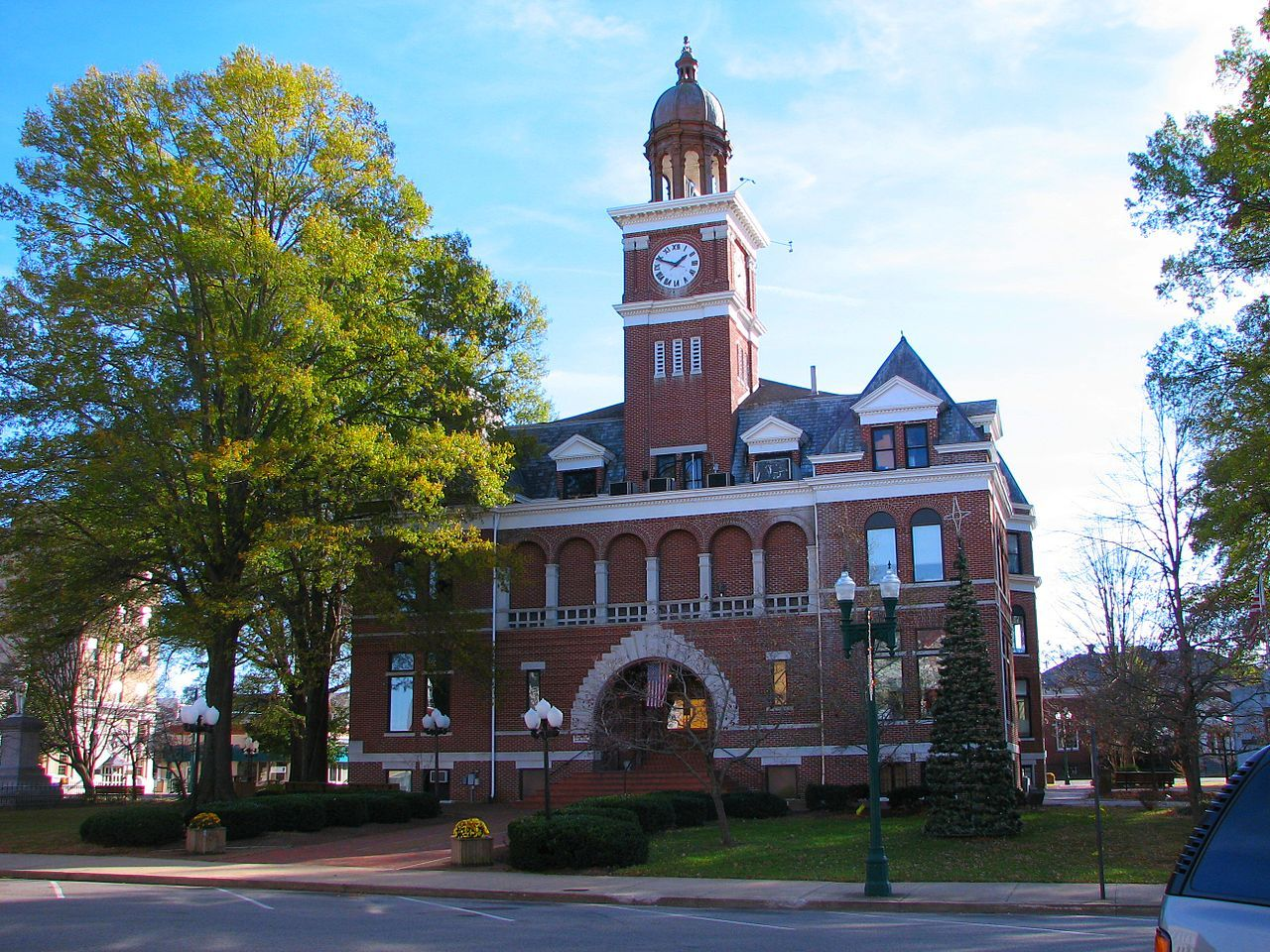 15 Best Small Towns in Tennessee - Nice Small Towns to Visit